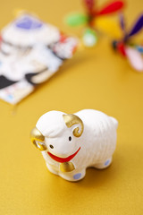 羊の干支置物と正月飾り