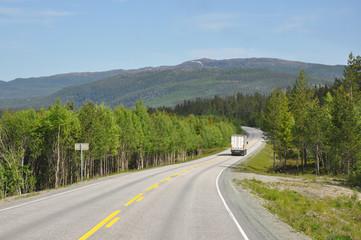 Fahrt durch das Namdalen, Mittelnorwegen, Norwegen