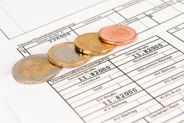 Verdienstbescheinigung mit Euromünzen
