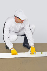 worker makes a luting cement