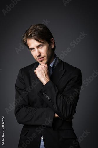Portrait eines Mannes im Anzug