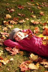 Relaxen auf der Wiese im Herbst
