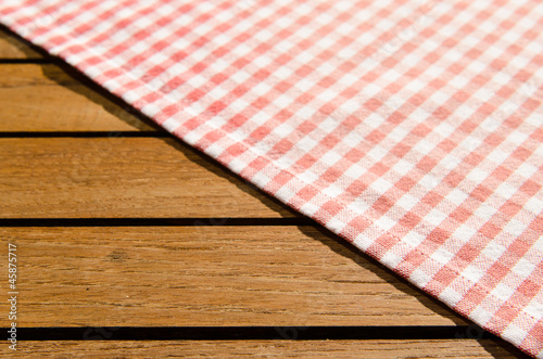 rot weiss karierte tischdecke von schwoab lizenzfreies foto 45875717 auf. Black Bedroom Furniture Sets. Home Design Ideas