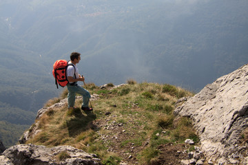 salendo sul Monte Grona tra la nebbia
