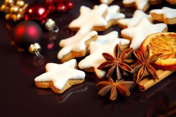 Weihnachtsteller mit Zimtsternen