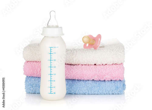 Baby bottle, pacifier and towels - 45884915