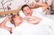 Paar beim aufwachen