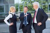 Geschäftsleute hören Manager zu