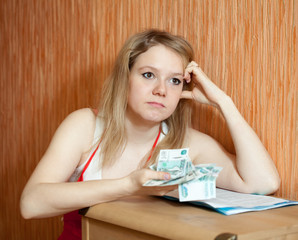 woman decides on the financial problems