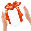 Geschenkkarton mit roter Schleife