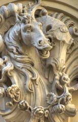 Pferd in Stein gemeisselt