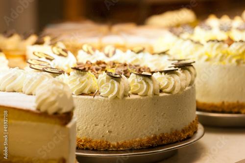 Torte in einer Bäckerei - 45927138