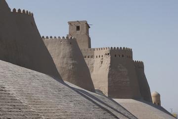 Usbekistan Chiwa Stadtmauer im Morgenlicht