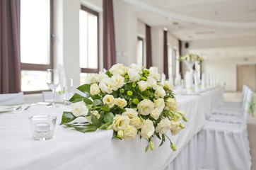 Wedding table with bouquet of roses