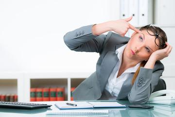 verzweifelte  junge businessfrau