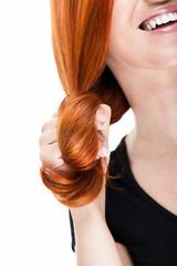 Rote Haarsträhne