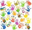 Viele bunte Kinderhände (freigestellt)