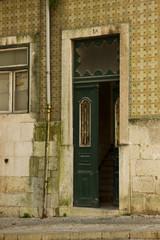 Ingresso di un palazzo a Lisbona