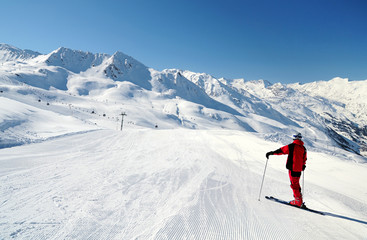 Skier enjoying mountain view at ski track of Obergurgl