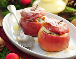 Bratapfel mit Mandeln