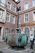Leinwanddruck Bild - Karnevalsbrunnen vor Haus Neuerburg