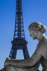 Statue with Tour Eiffel