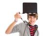 Junge mit Filmklappe in der Hand