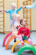 Leinwandbild Motiv Kinder in Turnhalle