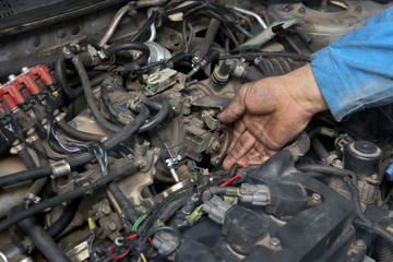Car servicing, worker check throttle, gasoline engine