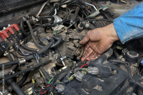 Car servicing, worker check throttle, gasoline engine