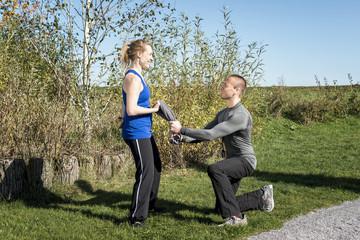 Manual Resistance Übung im Freinen - Paarübung mit Trainer / C