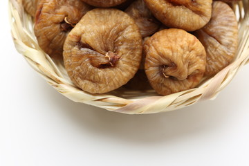 dry figs  in a basket
