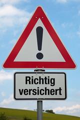 Achtung-Schild RICHTIG VESICHERT