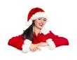 Weihnachtsfrau zeigt auf Werbetafel