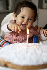 Bambina e la candelina