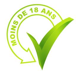 moins de 18 ans sur symbole validé vert 3d