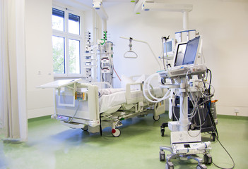 Iintensive care unit with monitors