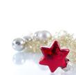 Roter Weihnachtskugel-Stern mit Dekoration