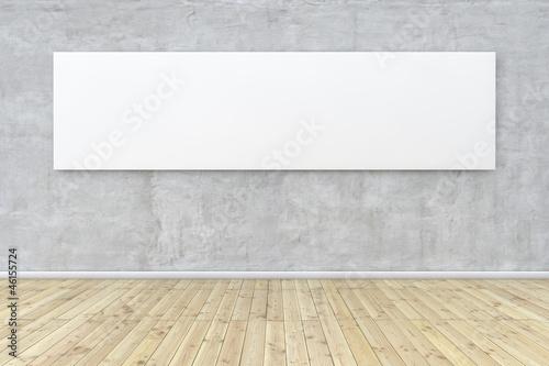 Weißes Bild hängt an Wand
