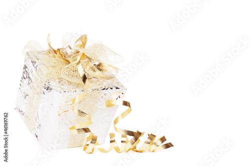 canvas print picture schönes silbernes weihnachtsgeschenk mit goldenen schleifen