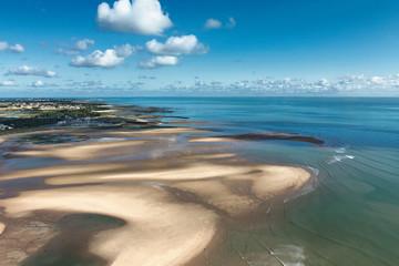 Plage et ciel bleu île d'Oléron