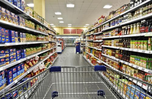 Leinwandbild Motiv Einkaufen im Supermarkt