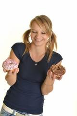 femme mangeant beignet