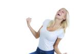 Junge blonde Frau flippt aus vor Begeisterung