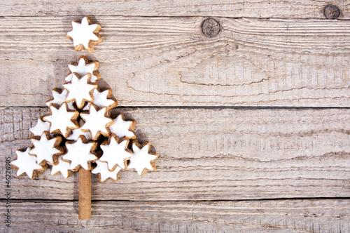 weihnachtsbaum aus zimtsternen auf holz von mma23 lizenzfreies foto 46226905 auf. Black Bedroom Furniture Sets. Home Design Ideas