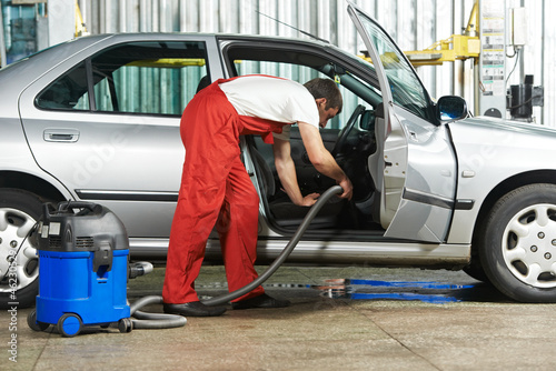Cleaning service of automobile vacuum clean