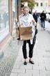 Dame beim Einkaufen