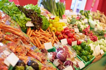 Gemüse-Vielfalt im Bio-Supermarkt