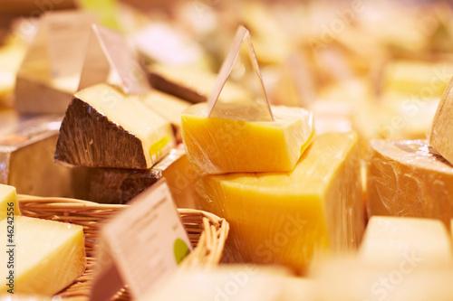 Käse in der Käsetheke - 46242556
