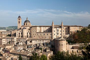Urbino, il centro storico con il Palazzo Ducale ed il Duomo